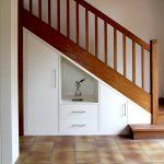 aménager un placard sous escalier