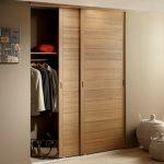 porte de placard coulissante en bois