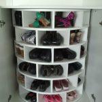 rangement chaussures dans placard